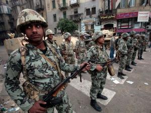 para tentara yang bersiaga mencegah kerusuhan
